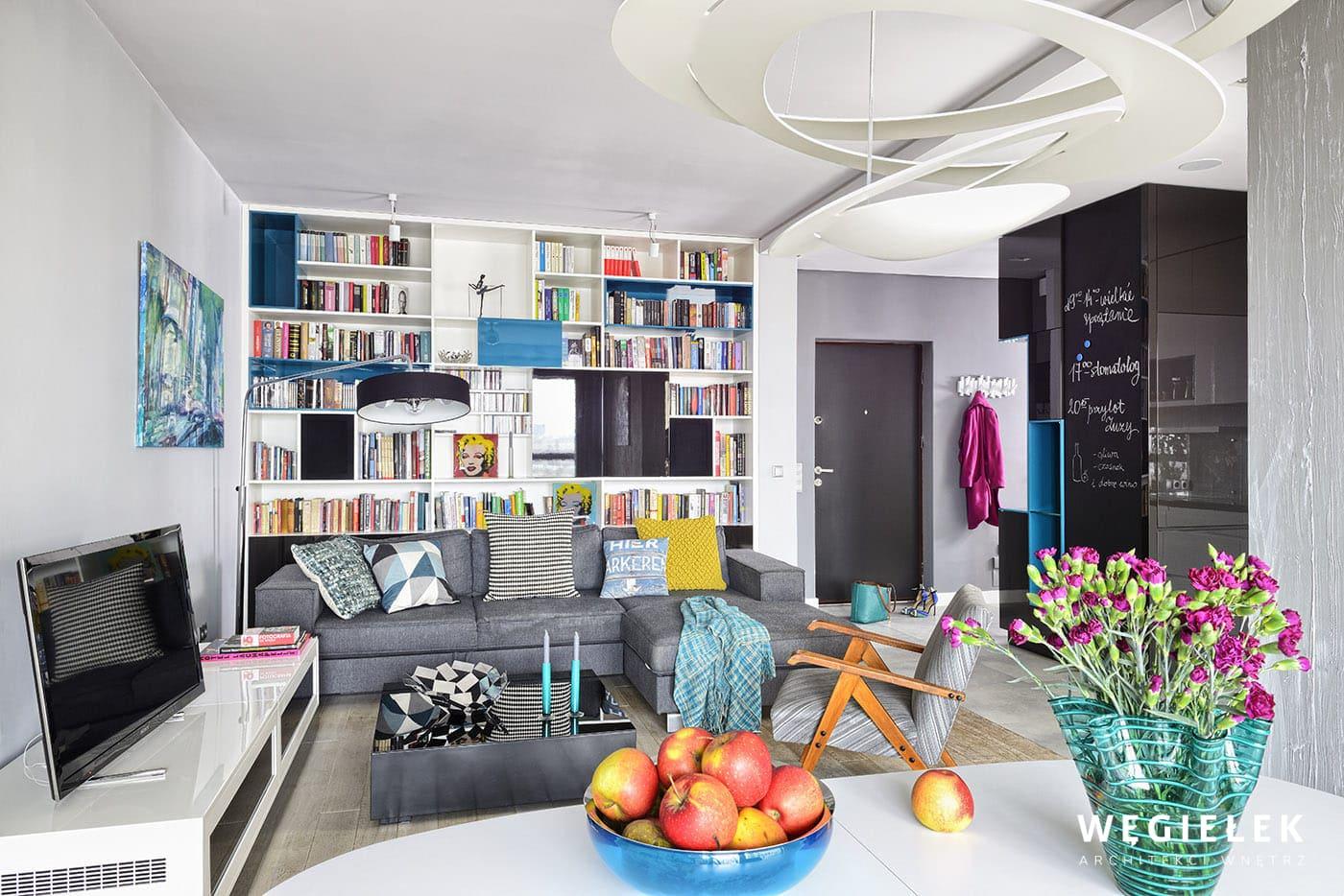 Apartament turkusowy to niebanalny pomysł na stworzenie ciekawego wnętrza przez architekta. Zachwyca wykorzystanie kontrastu dwóch barw, szarej i niebieskiej.