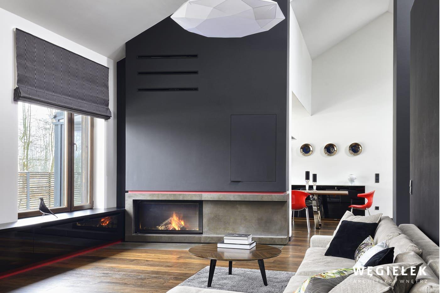 Projektant z Warszawy miał ciekawą wizję stworzenia wyjątkowego salonu. Nowoczesne wnętrze, przestronne, jasne i wspaniale wyposażone jest imponujące