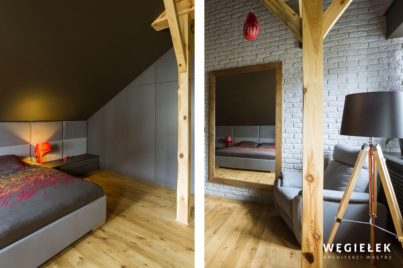 Sypialnia na poddaszu mieszkania jest w szarościach. Architekt z Warszawy zadbał o to, żeby była przytulna, chociażby poprzez miękkie, tapicerowane ściany.