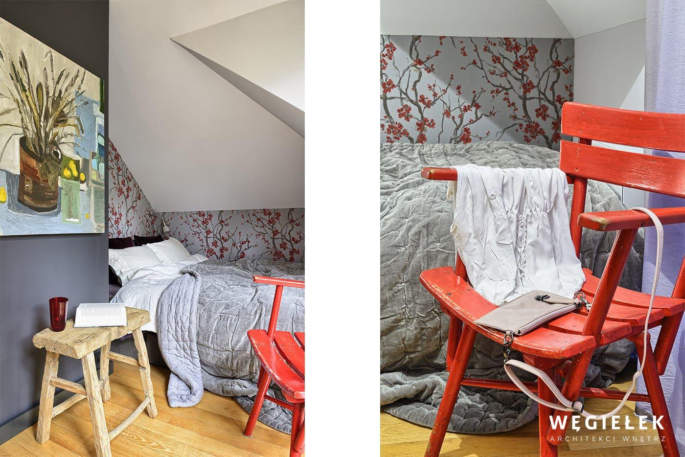 Poddasze może być ciekawie zaprojektowane przez architektów wnętrz. To łączy w sobie różne kontrasty: stare z nowym, szare z czerwonym, skosy z kątami prostymi.