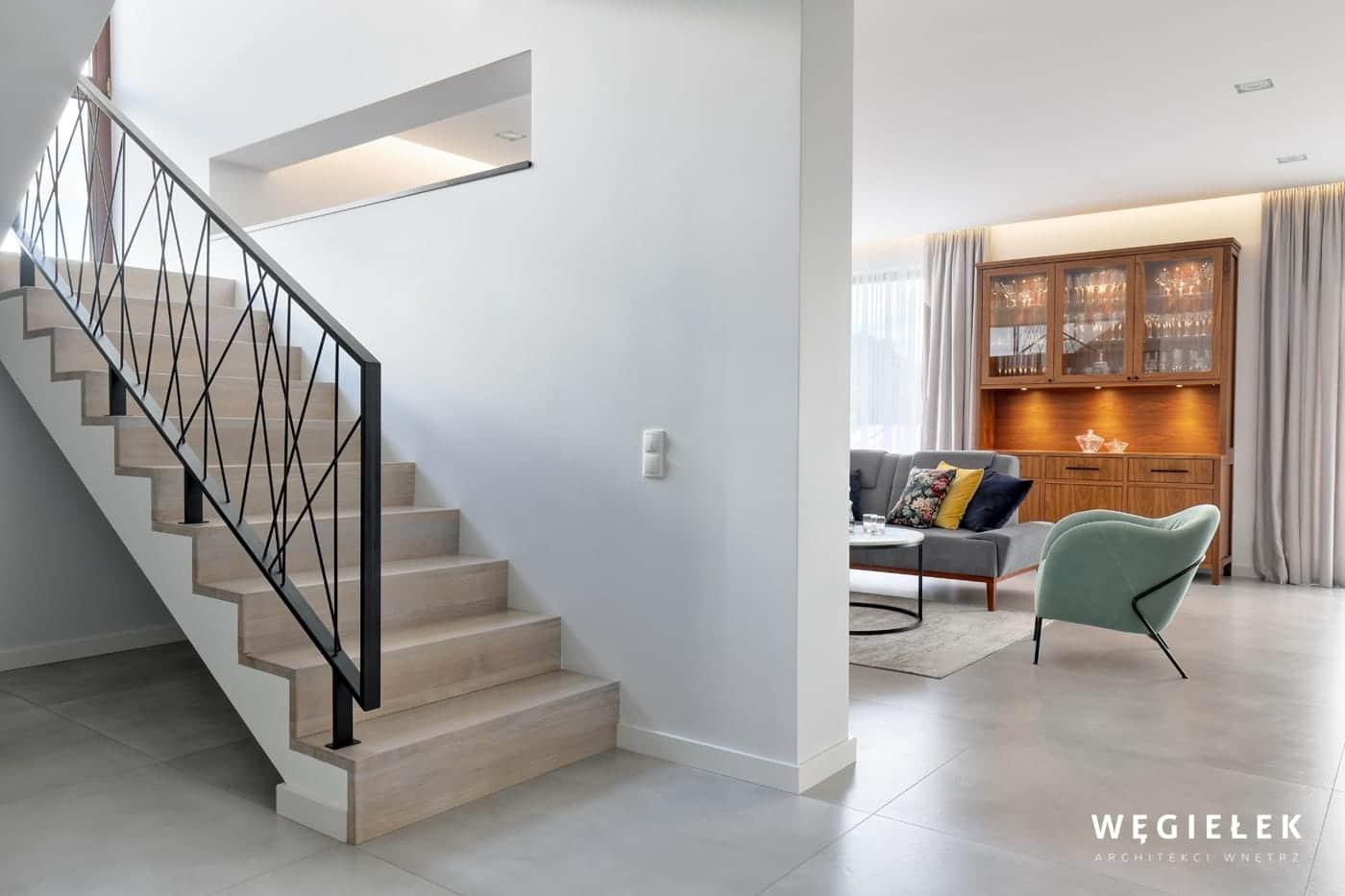 09 hol schody drewniane