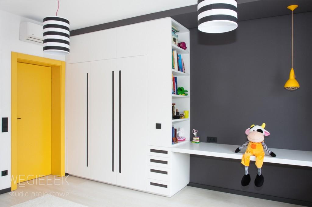 11 pokoj dzieciecy zolte drzwi